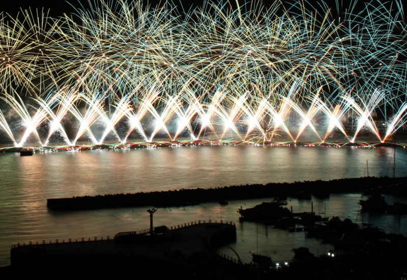 12月22日撮影の熱海海上花火大会