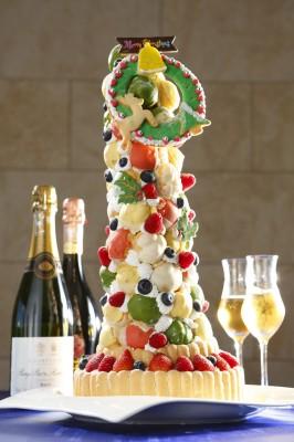 11月28日発行 東京新聞「試してフーズ楽」にて、ミクラスクリスマスタワーケーキの紹介
