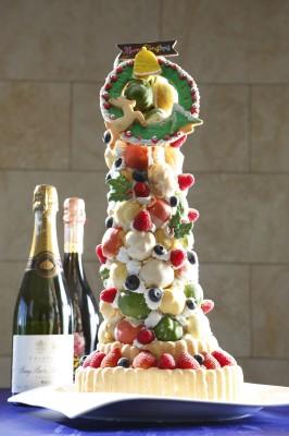 11月14日発行 毎日新聞「遊なび」にて、ミクラスクリスマスタワーケーキの紹介